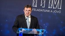 Palkovics László a lemondásáról szóló híresztelésekre is reagált