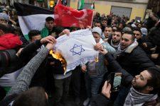 """Visszanyalt az antiszemét """"érzékenyítés"""" és a bevándoroltatás: egyre több berlini tartja nácinak a zsidókat"""