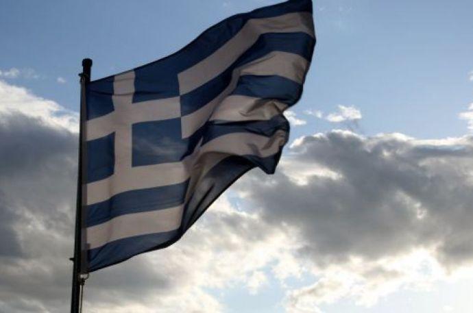 A görögök a bankokat mentették, emberi jogot sértettek