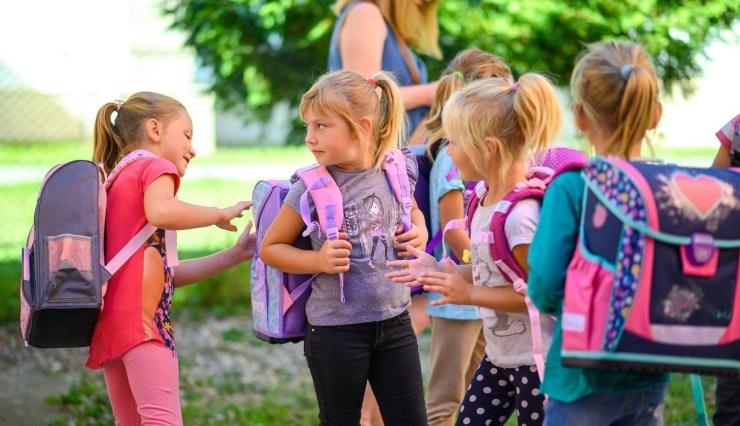 Beszterce-Naszód megyében idén sem maradt el az iskolatáska program