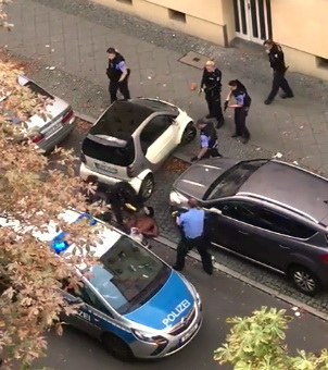 Lipcsében rendőrautót kötött el egy feka – ám a német egyenruhások ezúttal határozottak voltak