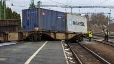 Kisiklott egy vonat Magyarországon – durva fotók