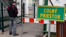 Szlovákia ellenőrizni fog minden ázsiai ruhát szállító kamiont és konténert