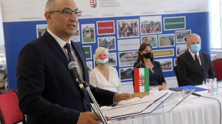 Orbán Viktor új romaügyi posztra nevezett ki vezetőt