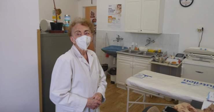 A 92 éves nő, aki mindennap bemegy a rendelőbe, hogy kivizsgálja a gyerekeket