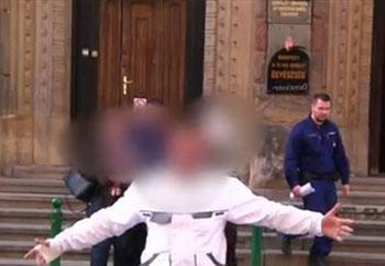 """""""Szétb.szlak, te kutya, lesz.rom a rendőröket!"""" – tévéstábot fenyegettek a gettóban verekedő cigányok tesókái"""