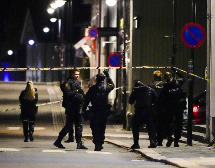 Íjjal gyilkolt egy férfi  a norvégiai Kongsbergben, több halott és sebesült