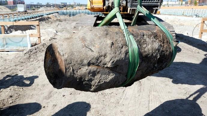 Két féltonnás bombát találtak Budafoknál a Dunában