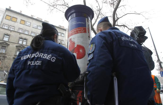 Rendőri razzia az oszlopvédőknél