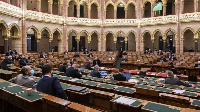 Asztalra kerülnek a  Benes-dekrétumok a magyar Országgyűlésben