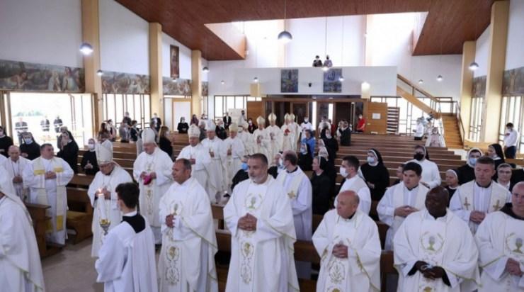 Horvát püspökök és rendi elöljárók zarándoklata Károlyváros Szent József-kegyhelyére