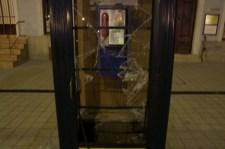 Telefonfülkére támadt a kikosarazott vandál