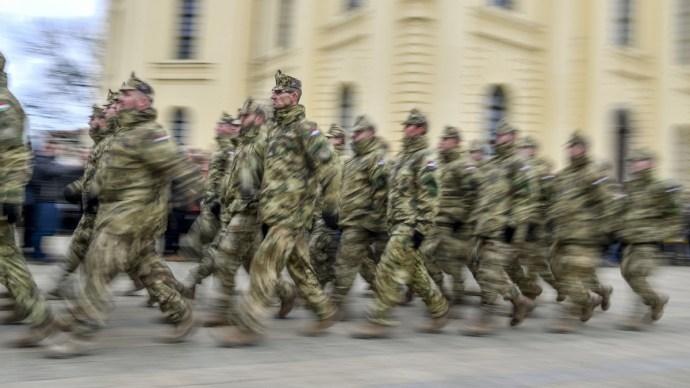 Milliárdok a közép-európai többnemzeti hadseregre