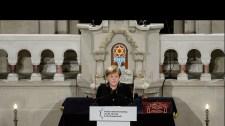 Merkel: Fel kell lépni a nyílt társadalmat fenyegető támadásokkal szemben