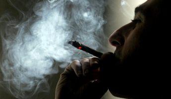 A lakása elé járnak dohányozni – íme a megoldás