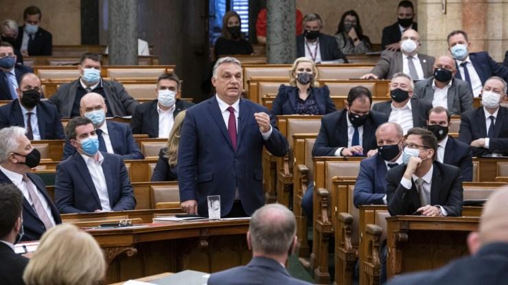 A Fidesz-KDNP-nek 125, az ellenzéknek 73 mandátumot becsültek intézetek