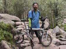 Öt éve járja a világot egy japán utazó – és éppen nálunk lopták el a kerékpárját
