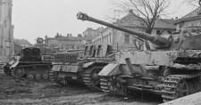 """A 3. """"Totenkopf"""" SS-páncéloshadosztály harcai Magyarországon a szovjetek """"bécsi támadó hadművelete"""" idején"""