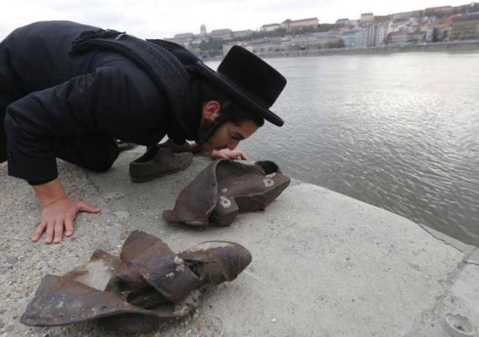 Judapesti látkép a Duna-partról