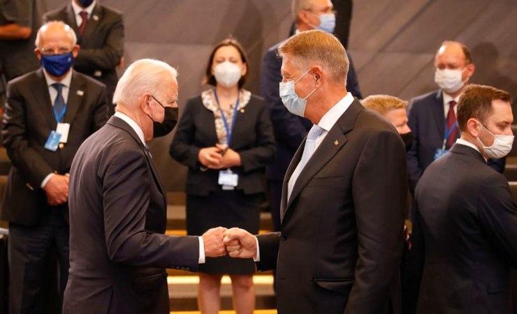 Johannis Romániába invitáta az amerikai elnököt
