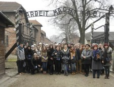 """""""Patakokban folytak a könnyeim"""" – a zalaegerszegi Kölcsey Ferenc Gimnázium tanárai úgy gondolták, az a jó a diákoknak, ha adventkor Auschwitzban siratják a zsidókat"""
