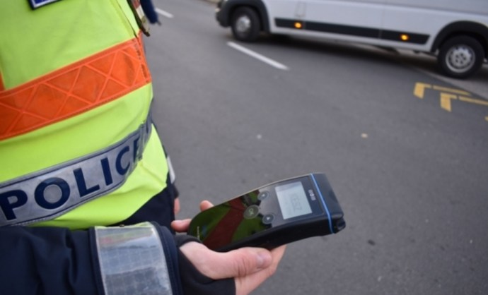 Saját zsebre dolgozó 18 autópálya-rendőrt vettek őrizetbe
