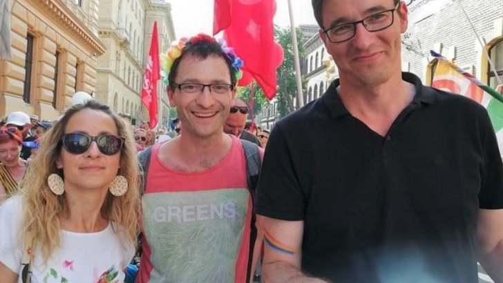 Gyermekekkel vonulnak a Pride-on a baloldali politikusok