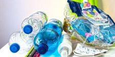 Betiltja az EU a műanyag tányérokat, evőeszközöket, szívószálakat