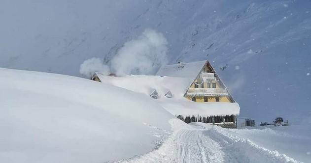 Csaknem háromméteres hó van a Bâlea-tónál