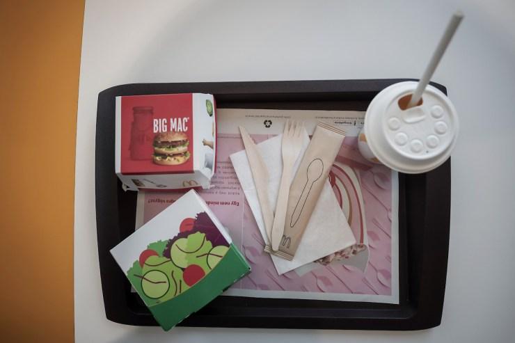 A McDonald's Magyarországon 800 millió forintot fordít a műanyag eszközök lecserélésére