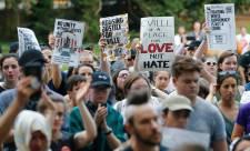 Alig két tucat fehér fajvédő és több ezer ellentüntető vonult fel Washingtonban a charlottesville-i véres összetűzés évfordulóján