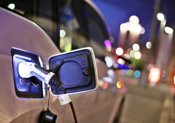A villanymeghajtású autók nem jobbak a környezetre a benzinmeghajtásúaknál