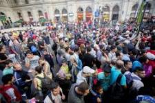 Feszült a helyzet a Keletinél továbbra is: betörnek a pályaudvarra a migránsok?