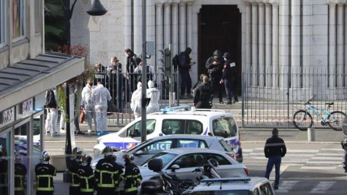 Újabb lefejezéses terrortámadás Franciaországban, több halott