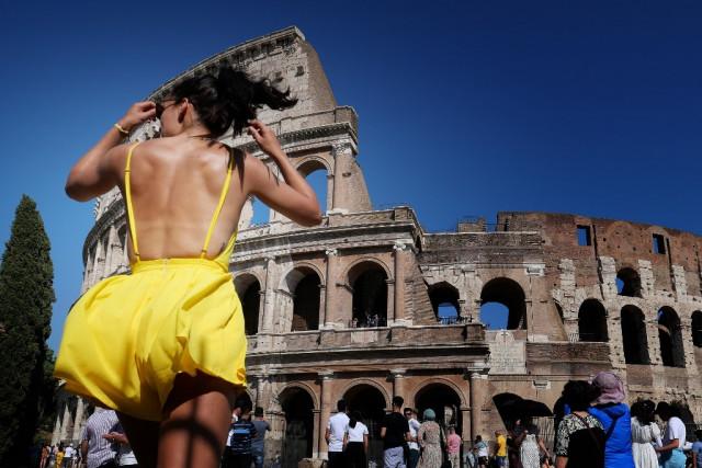 Olaszországban júliustól kültéren nem kell szájmaszkot viselni