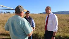Ausztrál bevándorlási miniszter szélesre tárta az ország kapuit a dél-afrikai fehér farmerek előtt
