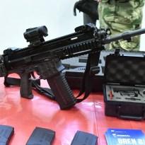 Történelmi pillanat - Magyarországon összeszerelt fegyverek kerültek a katonák kezébe - galéria