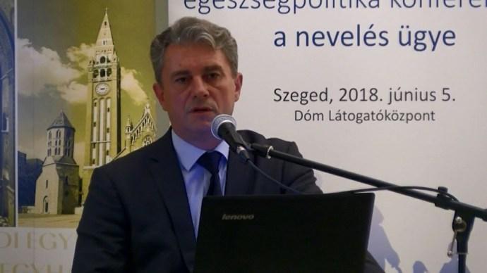 Az államtitkár szerint 6,7 millió főre fogyhat a magyar