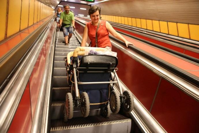 Tűrhetetlen akadályok a 3-as metró állomásain