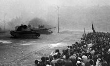1957-ben tankokkal végzett tömegoszlatásról értekezett, 2018-ban a Honvédség saját halottjaként temeti el