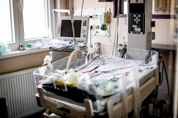 A kormány Ázsiából vett fel hitelt a kórházfelújítások és a beszerzett lélegeztetőgépek finanszírozására