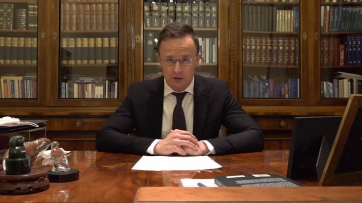 Szijjártó: péntektől szabadon utazhatnak a már beoltott ukrán és magyar állampolgárok a két ország között
