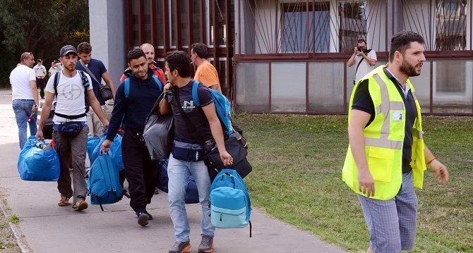 Minél hosszabb ideje élnek a bevándorlók Hollandiában, annál kevésbé bíznak az állami intézményekben