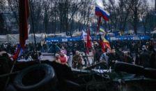 Harckocsik tartanak Szlovjanszk felé