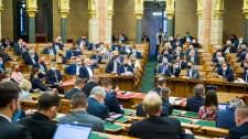 Egy visszaküldött törvény is a parlament előtt