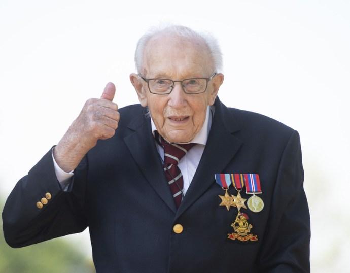 Film készül a brit egészségügynek milliókat gyűjtő százéves katonáról