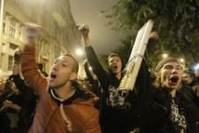 Megostromolták a Fidesz székházát