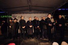 Államtitkárok és nagyhatalmak képviselői tolongtak a Nyugati téren Slomóék kedvét keresve a hanuka harmadik napján