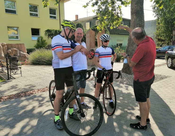 Csallóközi kerékpártúrán a külügyminiszter és az államtitkár