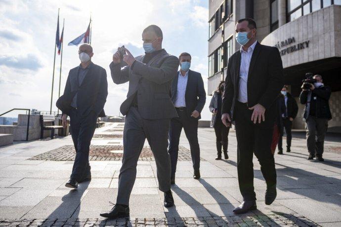 Új párt a láthatáron: Az ĽSNS rebellisei megvásárolták Gašparovič egykori mozgalmát